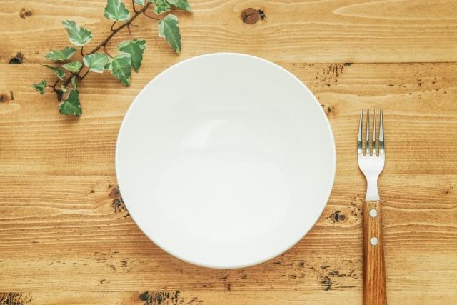 皿 フォーク 炭水化物抜きダイエットをしても痩せない!って人が陥る重大な落とし穴の記事